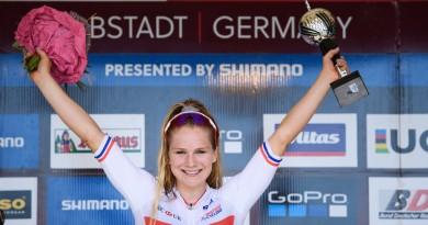 Evie Richards nach ihrem U23-Weltcupsieg in Albstadt ©Andreas Dobslaff/EGO-Promotion