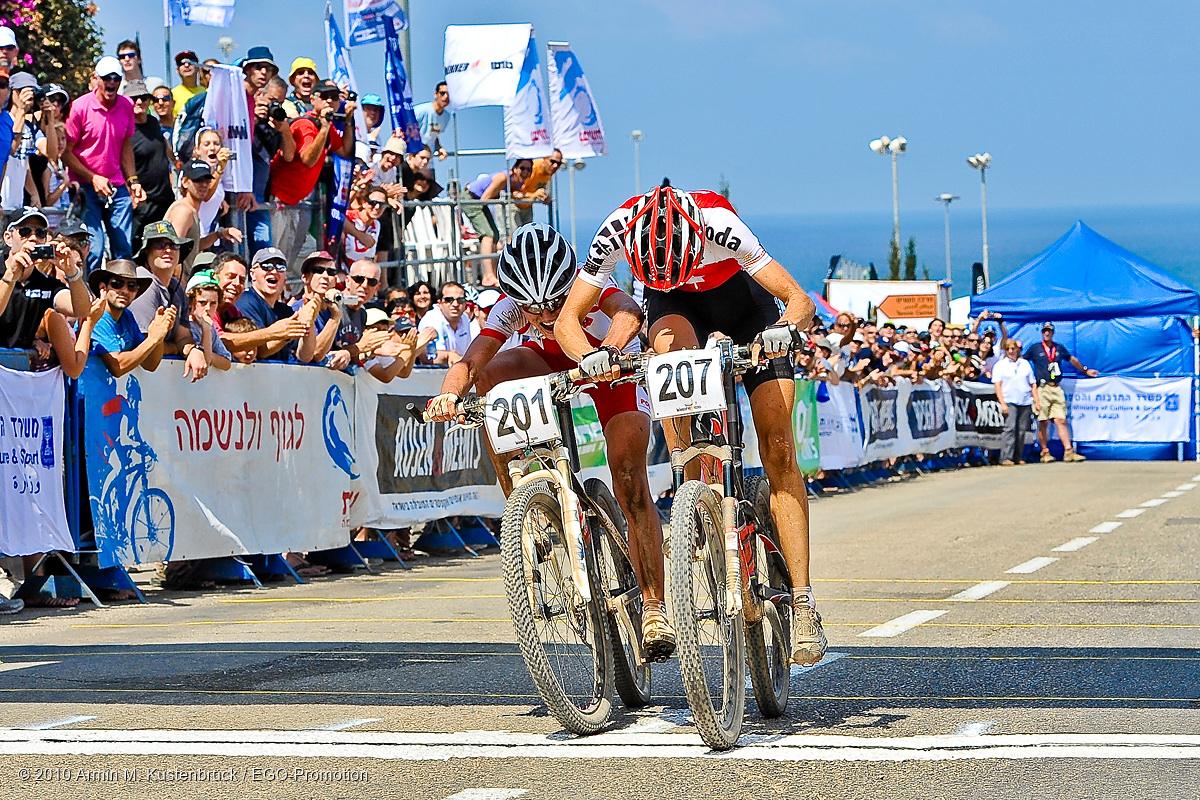 100709_ISR_Haifa_XC_Women_Wloszczlowska_Leumann_sprinting