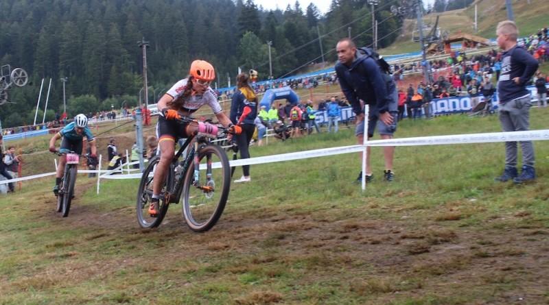 Elisabeth Brandau_Julie Bresset_WC18_LaBresse_Short Track_by Goller