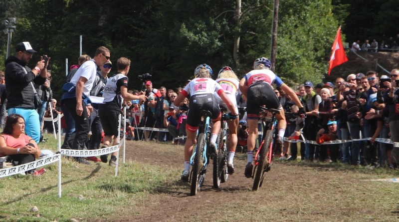 backview_batty_Neff_Ferrand-Prevot_WC18_La-Bresse_women_by-Goller