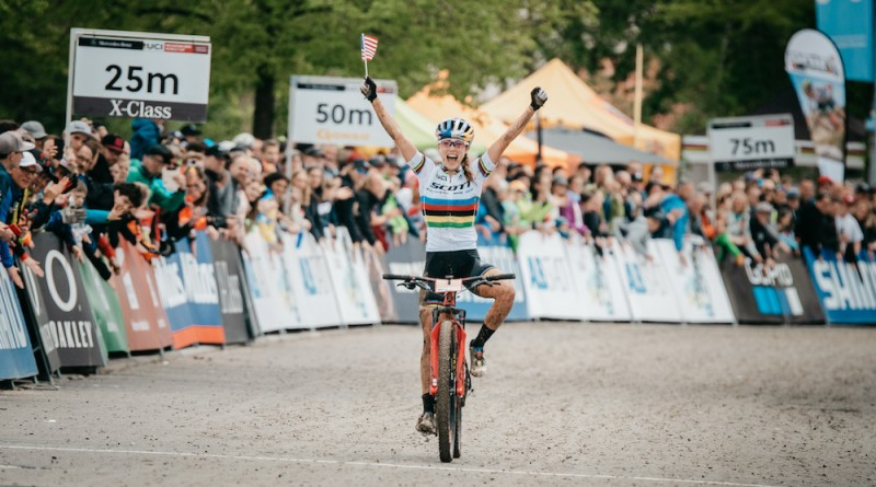 Kate Courtney_finish_WC19_Albstadt_women_by Traian Olinici.