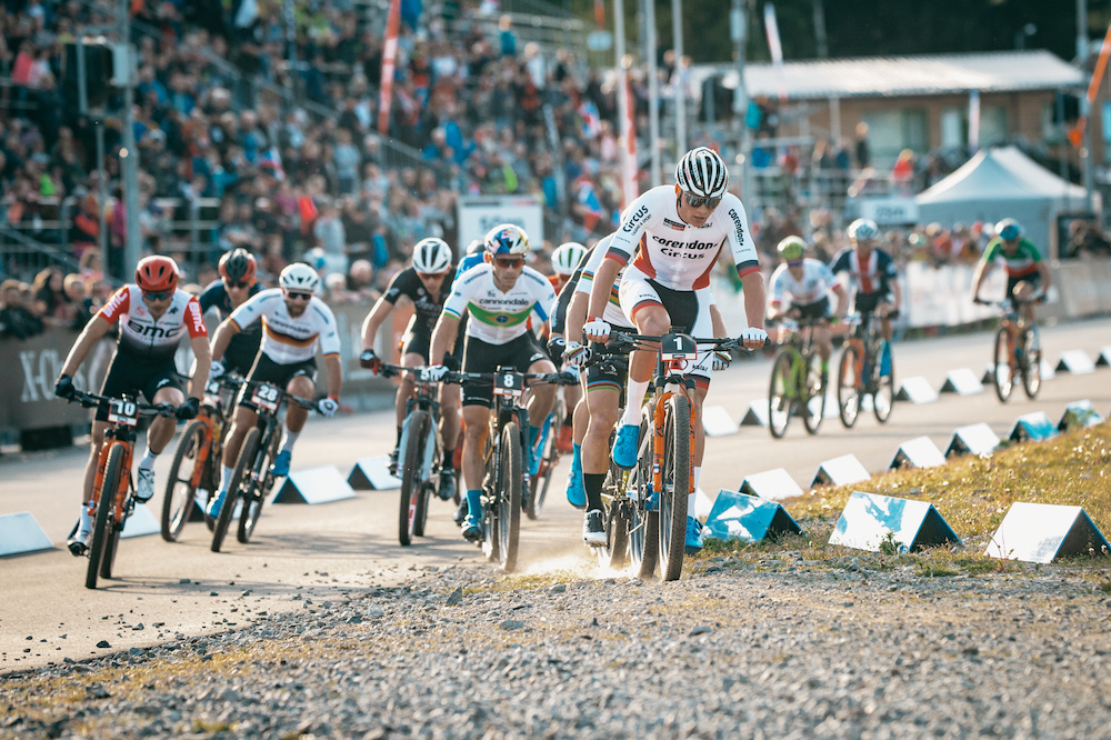 Mathieu-van-der-Poel_Henrique-Avancini_WC19-Nove-Mesto_Short-Track_men_by-Traian-Olinici_