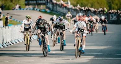Van-der-Poel_Marotte_Avancini_sprint-finish_WC19-Nove-Mesto_Short-Track_men_by-Traian-Olinici