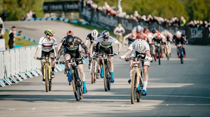 Van-der-Poel_Marotte_Avancini_sprint-finish_WC19-Nove-Mesto_Short-Track_men_by-Traian-Olinici