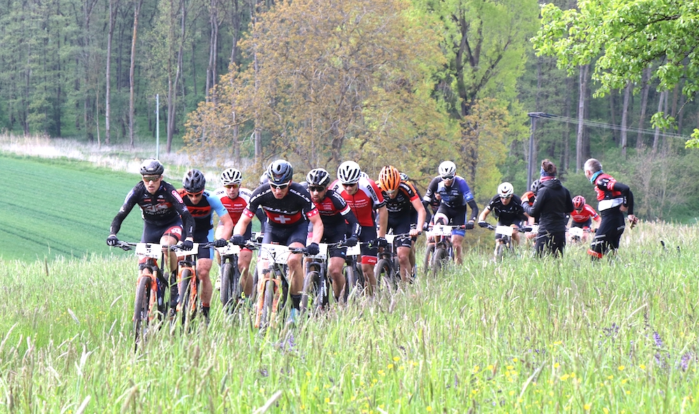 leading-group_huber_HBM19-Hegau-Bike-Marathon-by-Goller