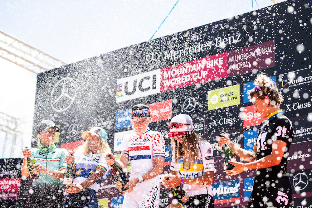 Champagne_podium_Campuzano_Neff_Terpstra_Belomoina_Rissveds_by Irmo Keizer