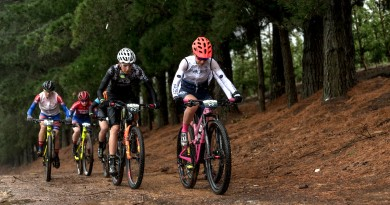 2019 FNB W2W_The Elite Women charged out into the elements_photo credit Xavier Briel.