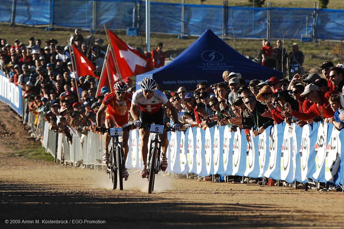 090905_AUS_Canberra_XC_men_vogel_hermida_sprinting_by_Kuestenbrueck