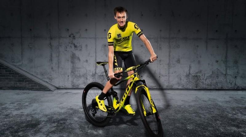 Jannick-Zurnieden_mit-Bike_by-Michael-Voegele