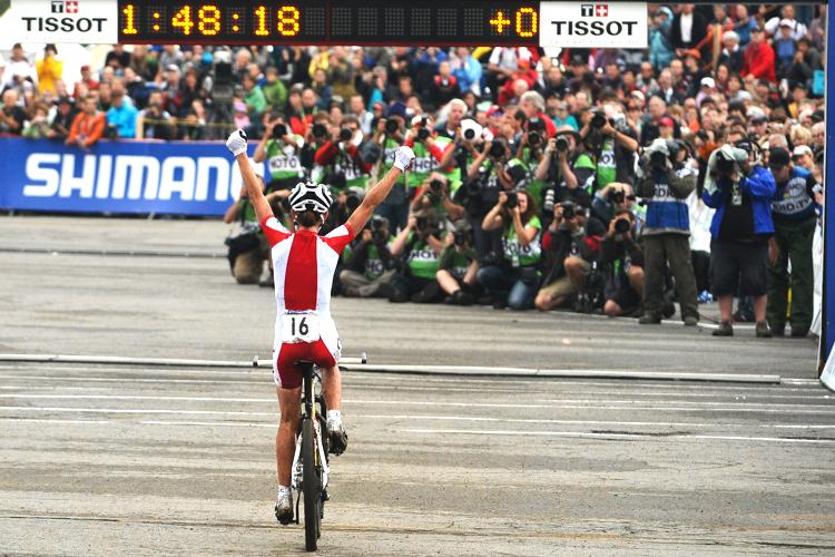 100904_AUS_MontSainteAnne_XC_Women_Wloszczowska_finish_backview_by_Maasewerd