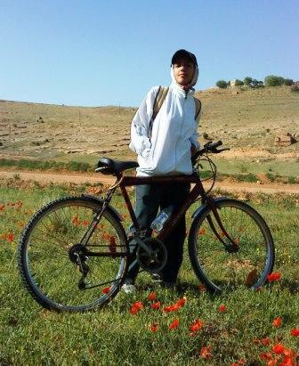 Faranak Partoazar und das Bike, mit dem sie in ihrem ersten Jahr Rennen bestritt ©Privat
