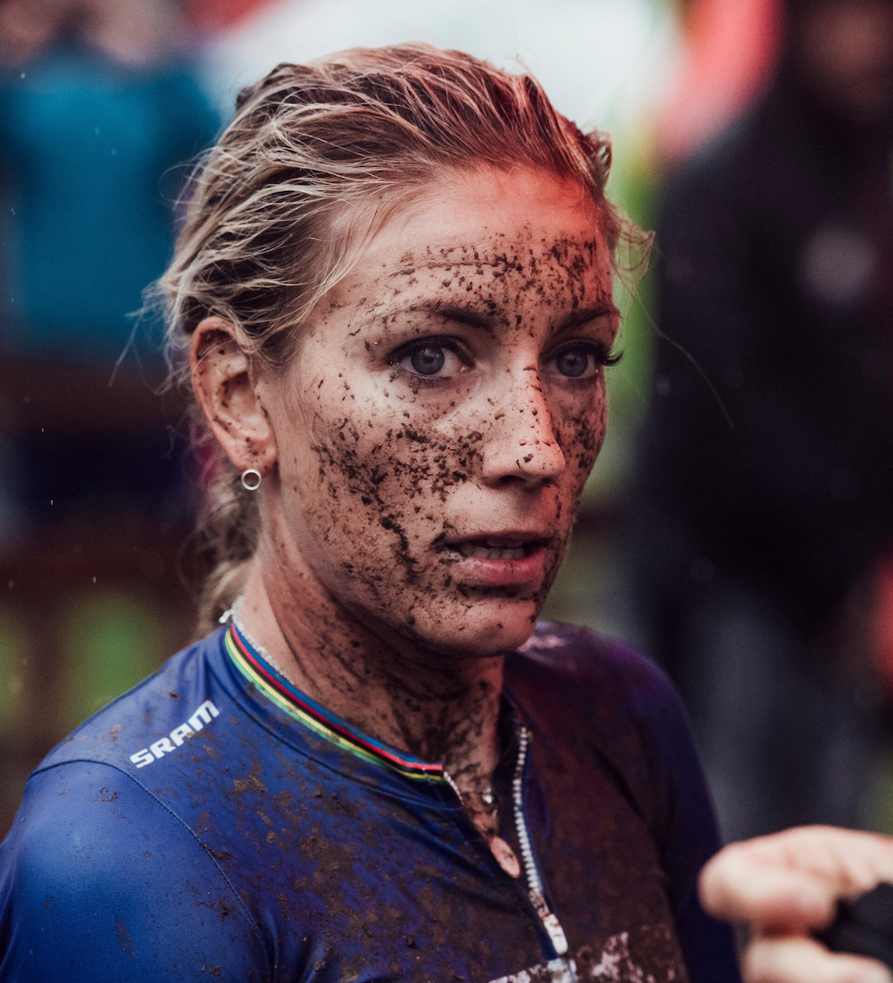 Pauline-Ferrand-Prevot_mud_face_thinking_by-Bartek-Wolinski_Red-Bull-Content-Pool.