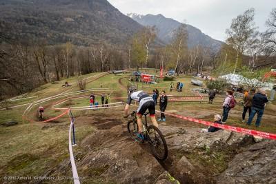 Luca Schwarzbauer am Fuße des Monte Tamaro