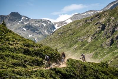 Landschaft pur: das Siegertrio auf dem Weg ins Ziel (c) Lynn Sigel / EGO-Promotion