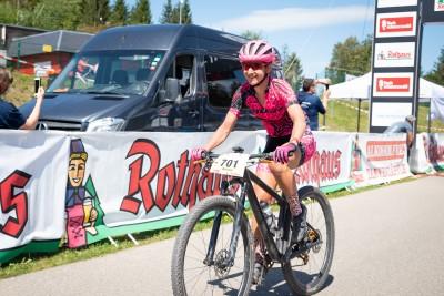 Adelheid Morath bei der Zieldurchfahrt. Foto: Sigel.