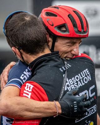 Jodan Sarrou und Julien Absalon freuen sich über den WM-Titel in Leogang / AUT