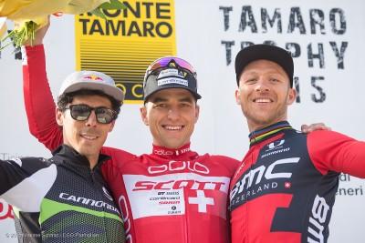 Podest am Monte Tamaro 2015; Nino Shcurter siegt vor Marco Aurelio Fontana (l.) und Ralph Näf